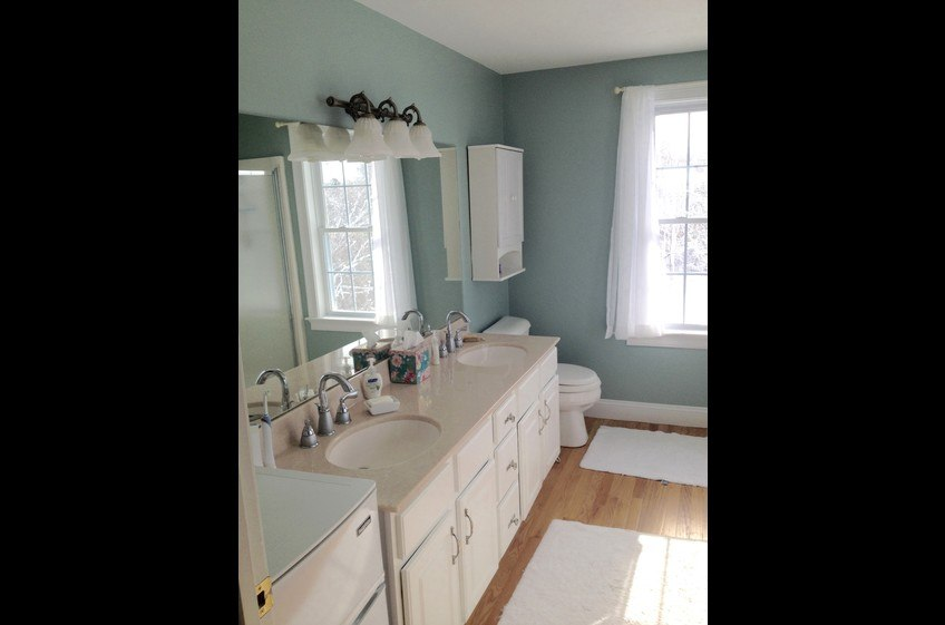 King bath double sinks, shower, jacuzzi